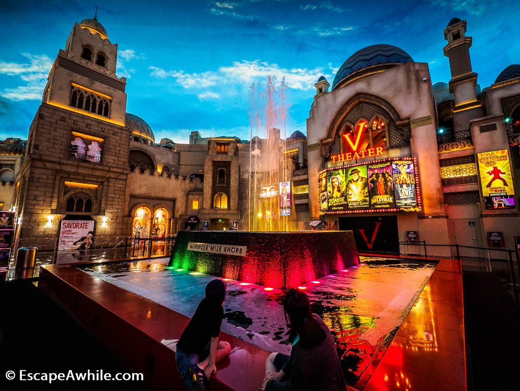 Hourly water and light show at Planet Hollywood shops.