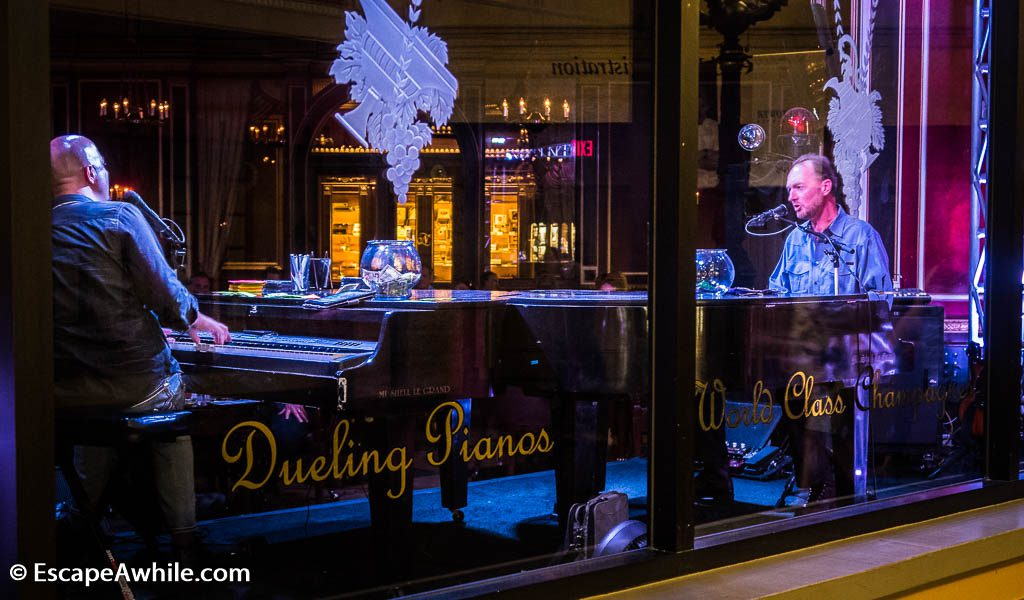 Dueling pianos, evening entertainment at Paris Las Vegas Hotel