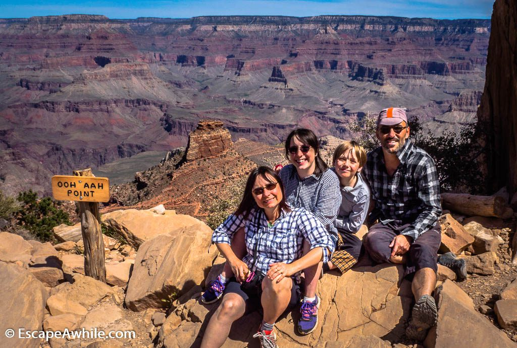 Family picture at the Ooh Aah Point, South Kaibab Trail, South Rim, Grand Canyon, Arizona, USA