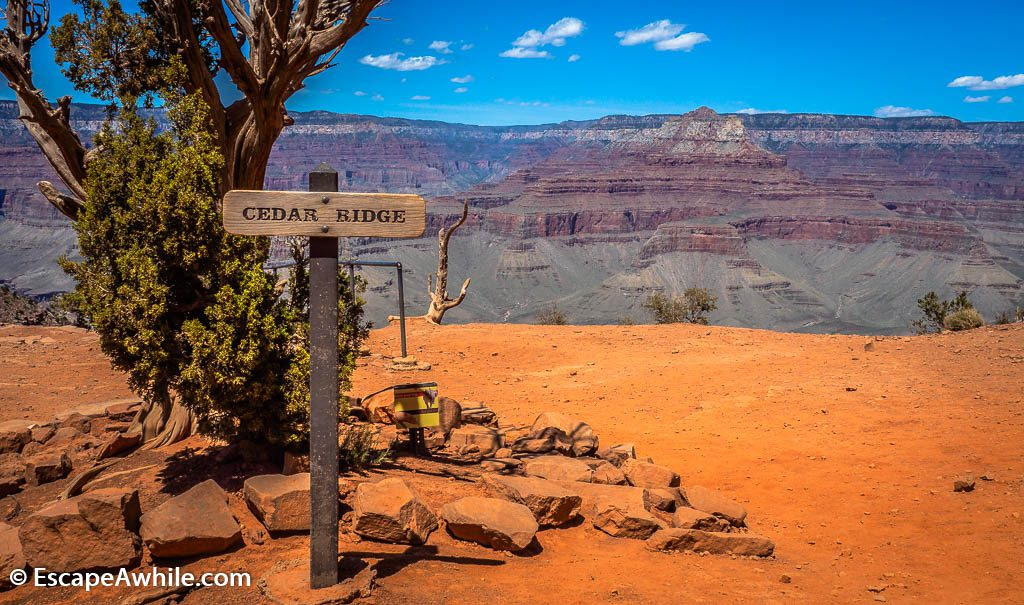 Cedar Ridge plateau, second popular turn around point. South Kaibab Trail, South Rim, Grand Canyon, Arizona, USA