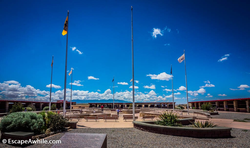 Surrounding the 4 corners monument are four rows of stalls, selling Navajo jewellery, arts, crafts and souvenirs.