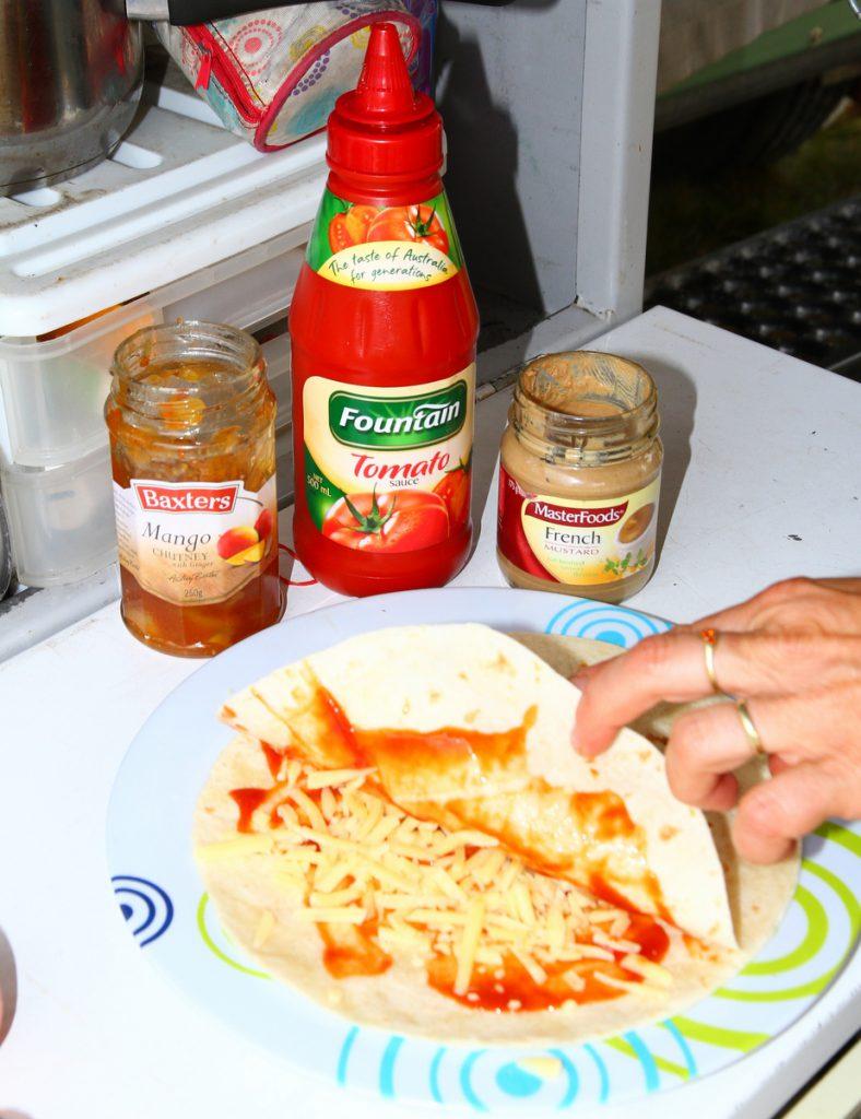 Camping tortilla pizza - sauces